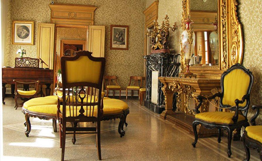 Перетяжка мебели в Калининграде и области